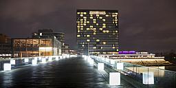 Germany, Duesseldorf, media harbor, Hyatt Regency Hotel and footbridge at night - WIF001302