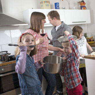 Family with three children cooking together - PATF000014