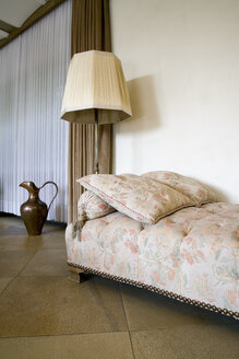 Old-fashioned couch and floor lamp in a living room - PATF000023