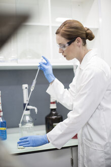 Scientist in lab pipetting - ZEF004228