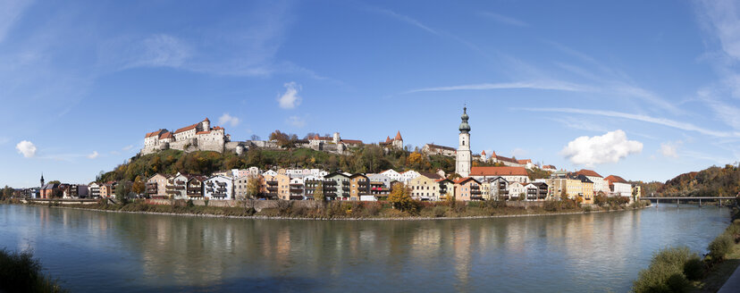 Germany, Bavaria, Burghausen, cityscape with River Salzach - WWF003366