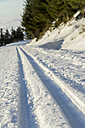 Germany, Baden-Wuerttemberg, Black Forest, ski track in snow - JUNF000176