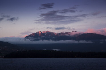Canada, Vancouver, View from Kitsilano Beach at dawn - NGF000159