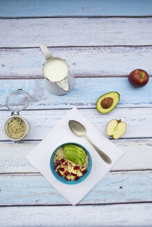 Avocado apple muesli with hemp seeds - LVF002664