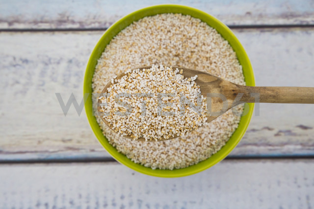 Popped organic amarant on wood spoon and in bowl - LVF002652