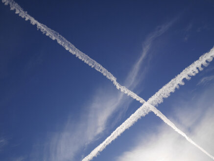 Vapour trails in the sky - JMF000323