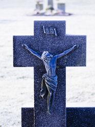 Germany, grave cross in winter - KRPF001182
