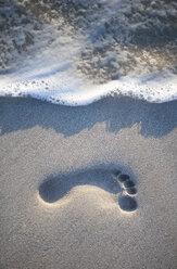 Greece, Elafonisos, footprint on sandy beach - WWF003513