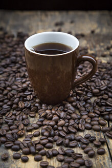 Cup of black coffee and coffee beans - LVF002699