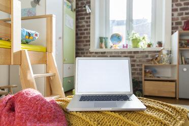Laptop in children's room - MFF001399