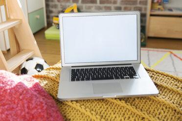 Laptop in children's room - MFF001400