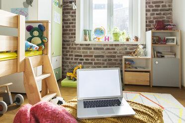 Laptop in children's room - MFF001401