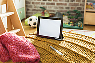 Tablet computer in children's room - MFF001403