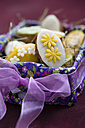 Easter basket with mini cakes decorated with marzipan - MYF000867