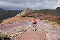 Canary Islands, La Gomera, Alajero, woman walking on hiking trail Sendero Quise - SIEF006438