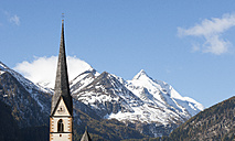 Austria, Carinthia, Heiligenblut am Grossglockner, Hohe Tauern, parish church in front of Grossglockner - WWF003558