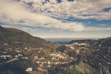 Spain, Canary Islands, Gran Canaria, Vega de San Mateo with ocean in the distance - MFF001436