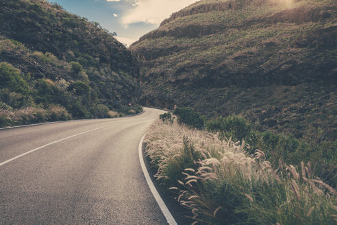 Spain, Canary Islands, Gran Canaria, road through a valley - MFF001446