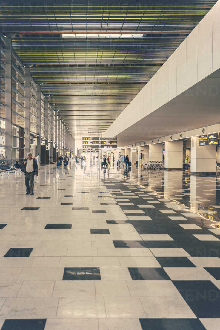 Spain, Canary Islands, hall on the airport of Gran Canaria - MF001453 - Mareen Fischinger/Westend61