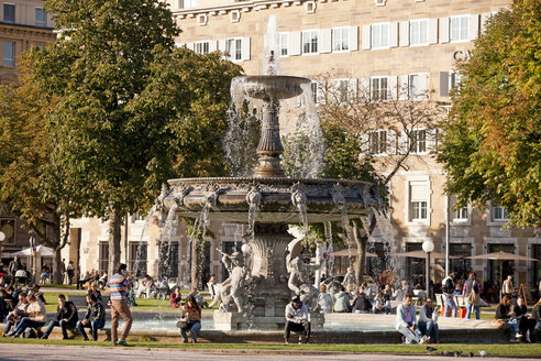 Germany, Baden Wuerttemberg, Stuttgart, Palace Square, people at fountain - PC000057