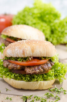 Homemade hamburger with minced beef and lettuce on sesame roll - OD001098