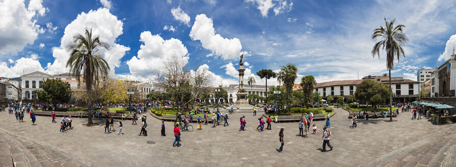Ecuador, Quito, panoramic view over Independence Square with the Liberty Statue - FOF007641