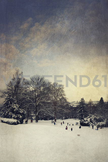Germany, Wuppertal, coasting slide in winter, textured effect - DWI000413 - Dirk Wüstenhagen/Westend61
