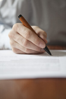 Man signing document - RBF002435