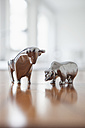 Miniature sculptures of bull and bear on a desk - RBF002437