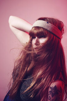 Portrait of long-haired woman with hair-band - VE000020