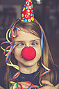 Cross-eyed girl with clown's nose, cap and streamer - SARF001325