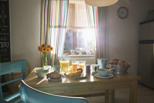 Laid breakfast table - PDF000720