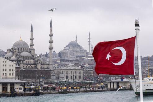 Turkey, Istanbul, Eminoenue, View Harbour, Yeni Camii and Turkish Flag - CHPF000017