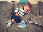 Toddler with tablet computer - ABA001630