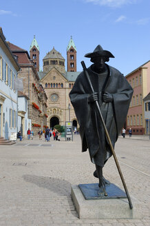 Germany, Speyer, Jacob's pilgrim in front of Speyer Cathedral - LB001055