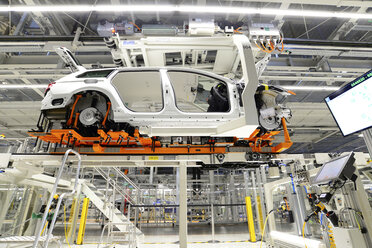 Production of VW cars in a factory - SCH000437