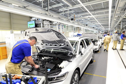 Production of VW cars in a factory - SCH000443