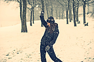 Young woman defending snowball - PAF001256