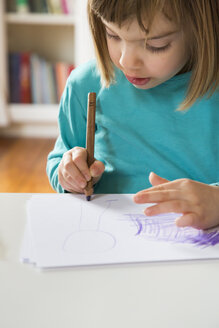 Little girl drawing - LVF002763
