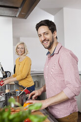 Couple cooking in kitchen - RBF002376