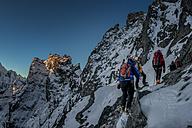 Nepal, Khumbu, Everest region, Mountaineers on Pokalde peak - ALR000048