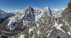 Nepal, Khumbu, Everest region, Mountaineers on Pokalde peak - ALRF000042