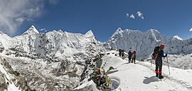 Nepal, Khumbu, Everest region, mountaineers on Island peak - ALR000079