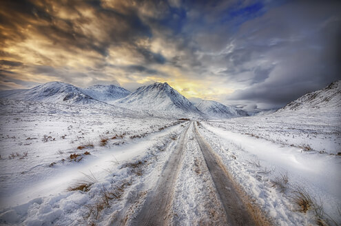 United Kingdom, Scotland, Glencoe, Glen Etive, road in winter - SMAF000292