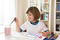 Little girl painting with watercolours - LVF002795