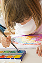 Little girl painting with watercolours - LVF002802