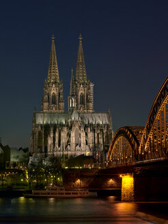 Germany, Cologne, lighted Cologne Cathedral and Hohenzollern Bridge by night - MAD000136