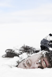 Male corpse in snow - MID000070