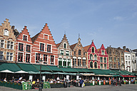 Belgium, Bruges, historic Medival City Center with outdoor gastronomy at Grand Place - GW003780