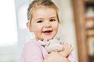 Portrait of smiling girl - UUF003354